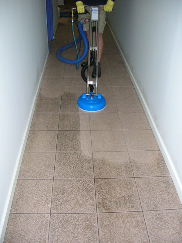 Cleaning Porcelain Tiles at Luton Flats