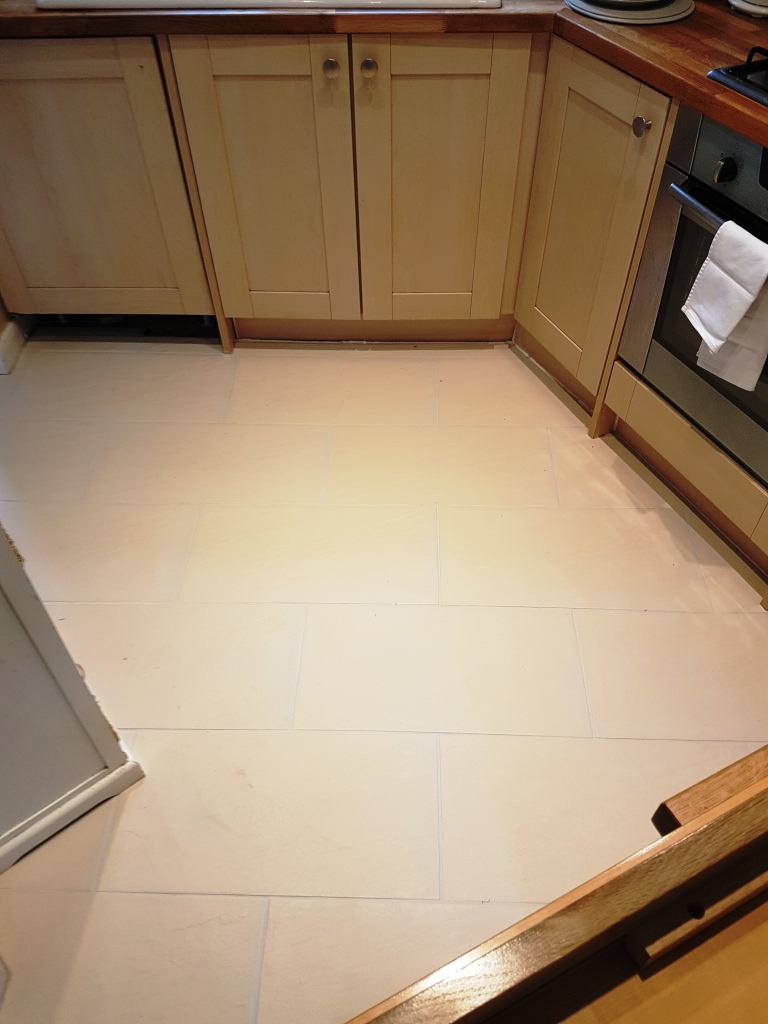 Kitchen Porcelain Tile and Grout After Cleaning and Grout Colouring Leighton Buzzard